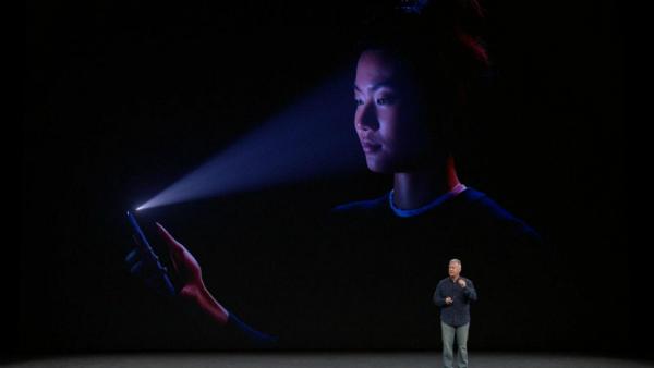 """فشل جديد لتقنية """"Face ID"""" واتهامات لشركة آبل بالعنصرية!"""