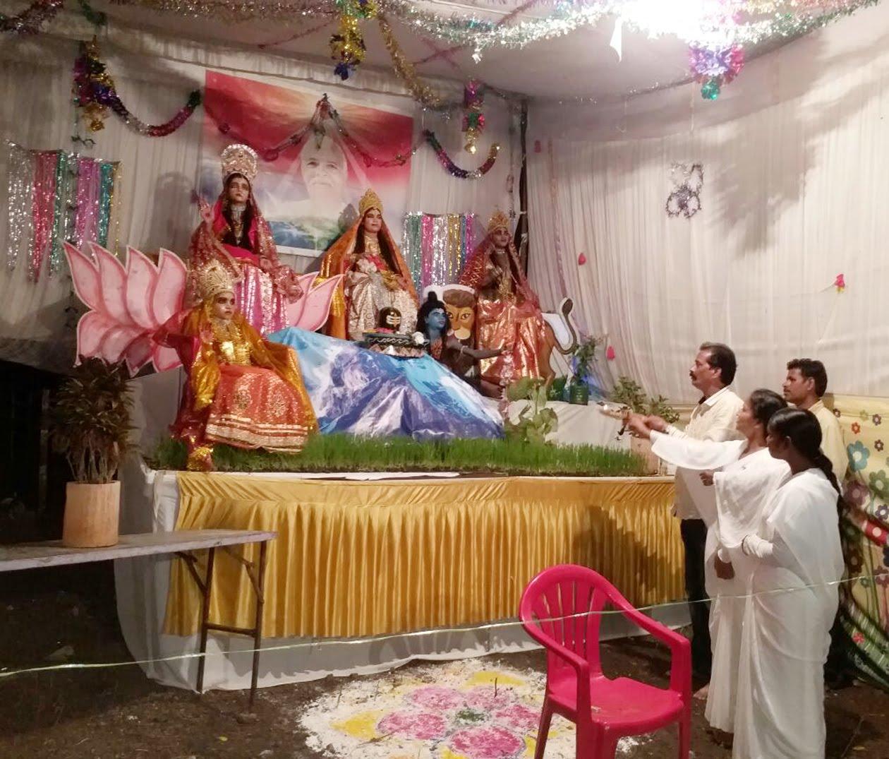 अंतिम दिन नवमी पर चैतन्य देवियों की सजी सुन्दर झांकी -Beautiful-jhanki-decorated-with-chaitanya-ladies-on-the-last-day