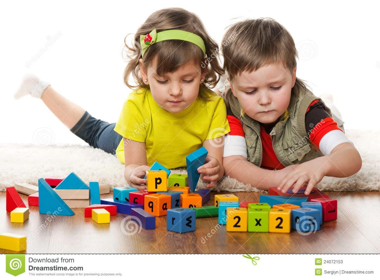 image Jugando con su juguete