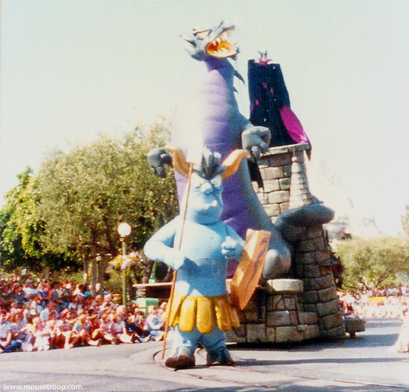 Anciennes Parades des Resorts Américains Maleficent_goon