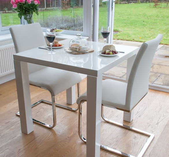 Romantic Small Dining Table for Couple