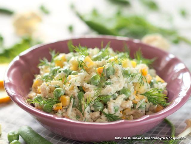 surowka z kalafiora, zielony groszek, surowka kalafiorowa, surowy kalafior, dodatek do obiadu, sałatka, warzywa