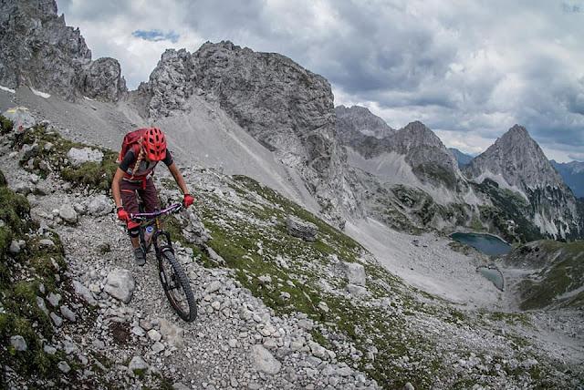 Technische Abfahrt Mountainbike