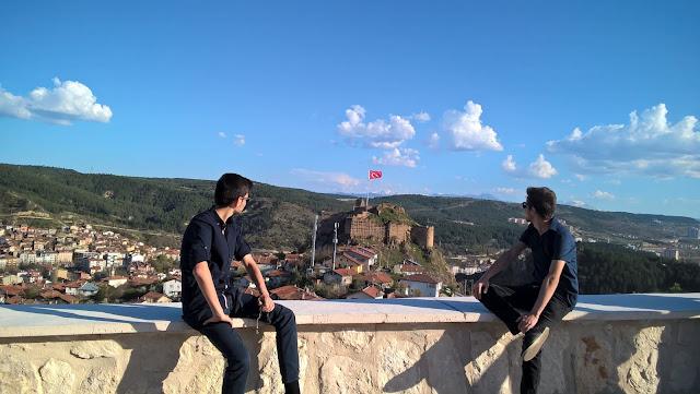 Harun İstenci Halid Özin ile birlikte Seyrangah Tepesinden Kastamonu Kalesini inceliyor...