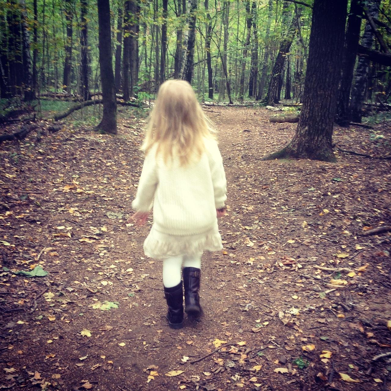 Отчим трахнул приемную дочь, пока мачеха на работе