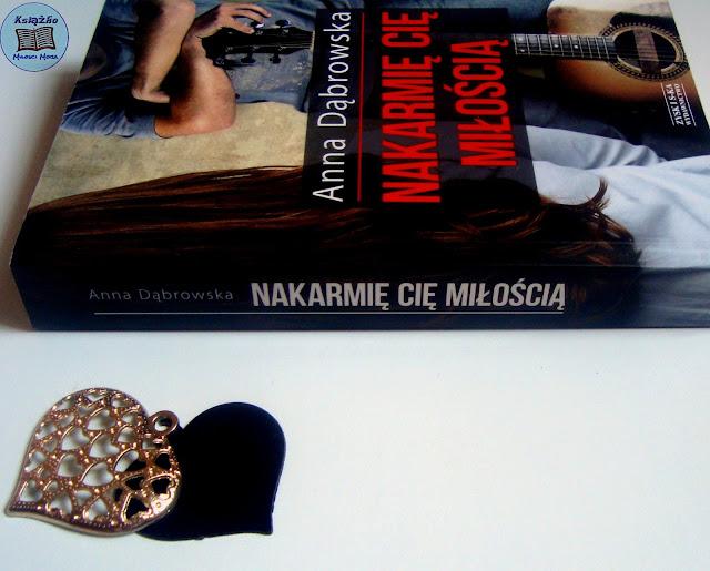 Anna Dąbrowska, Nakarmię cię miłością, romans, polski romans, rockman, muzyka rockowa, gitara, brunetka, chłopak z gitarą, polska proza, ksiązka, kocham czytać, czytanie