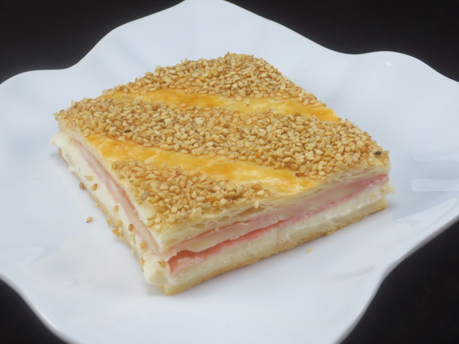 Empanada de hojaldre de jamón y queso Ana Sevilla cocina tradicional