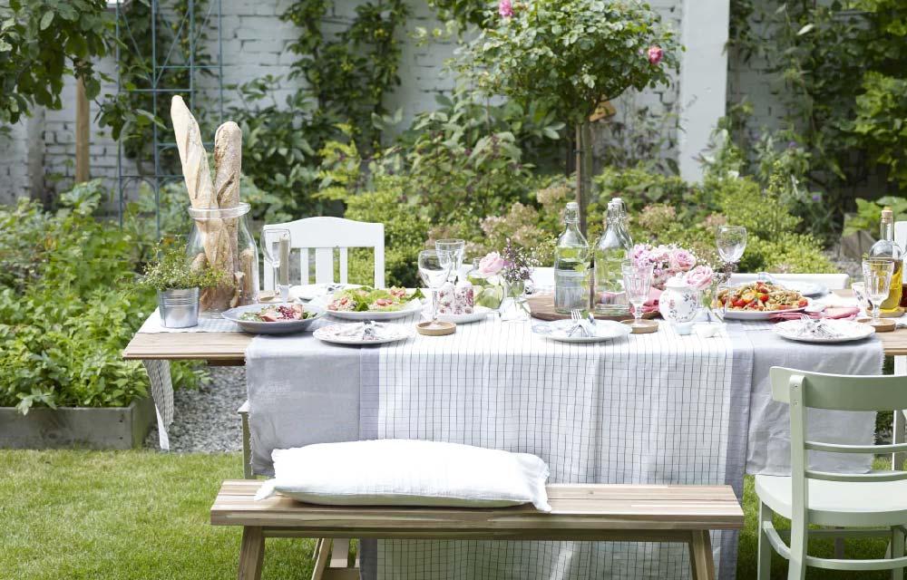 Decorare la tavola in estate idee per pranzi e cene for Idee per decorare