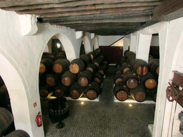 cave com pipas do vinho do Porto