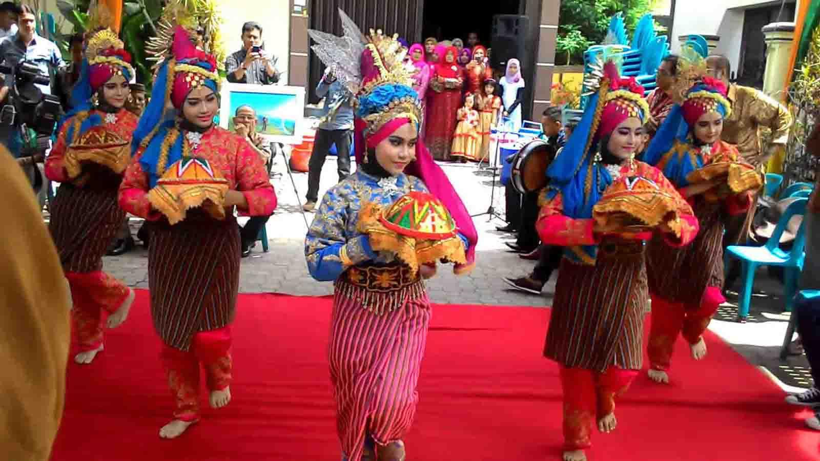 Tari Ranup Lampuan, Tarian Tradisional Dari Aceh (Nanggroe Aceh Darussalam)