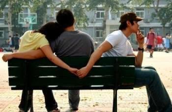 Ce poți face atunci când partenerul tău flirtează cu alte femei