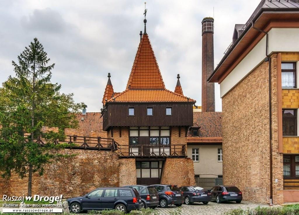Mury i wieża obronna
