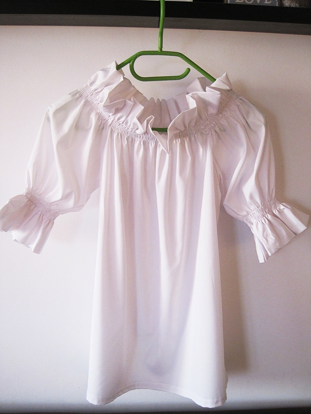 http://www.lovelywholesale.com/wholesale-stylish+bateau+neck+three+quarter+sleeves+falbala+design+white+polyester+pullover-g146479.html