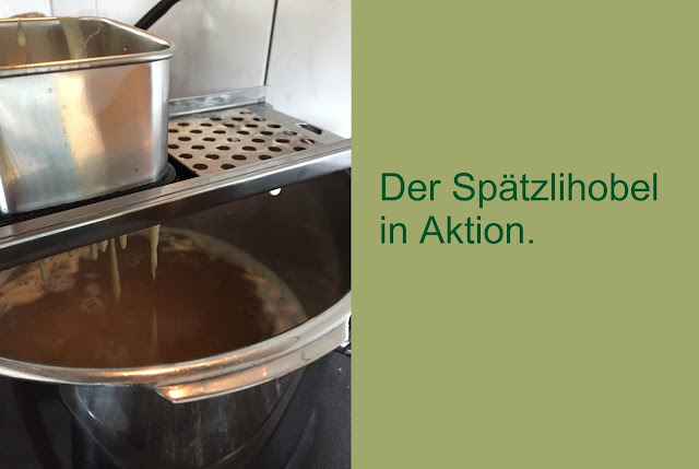 Spätzlihobel in Aktion
