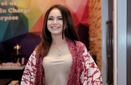 Minang Mande Cake Rossa Ikut Promosikan Wonderful Indonesia