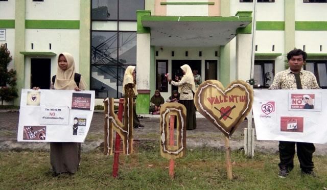 Aksi penolakan valentine di Lumajang