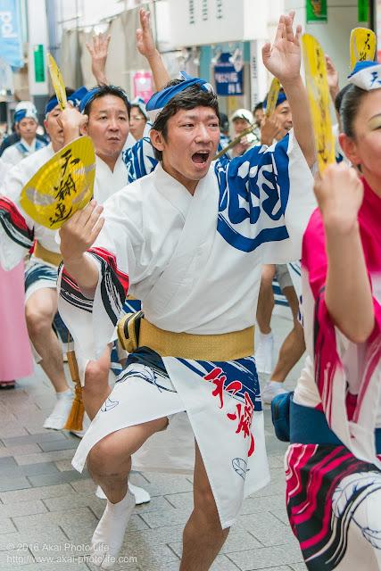 天翔連、高円寺パル商店街での流し踊り、男踊りの写真 1