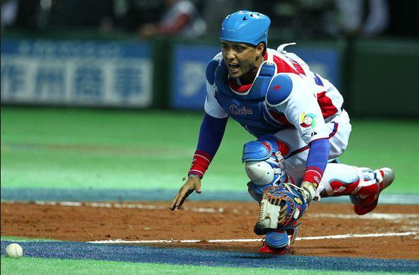 El capitalino ha crecido hasta convertirse en uno de los mejores cátchers del país, miembro del equipo Cuba, campeón nacional con los Leones (2009) y líder indiscutible de la receptoría en La Habana