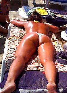 varios culos sabrosos tomando sol