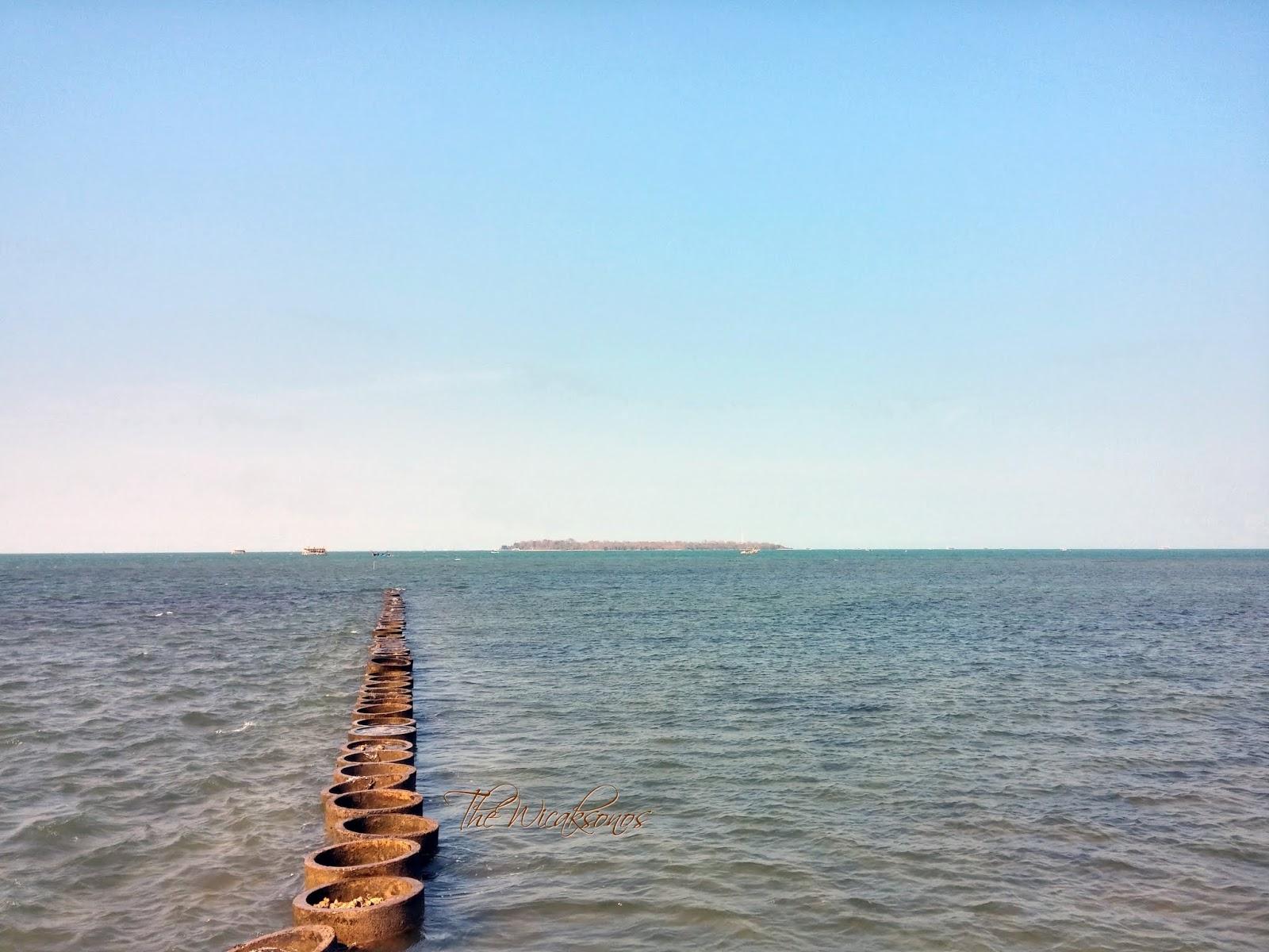 Pulau Panjang Terlihat dari Halaman Belakang Hotel d'Season Premiere Jepara