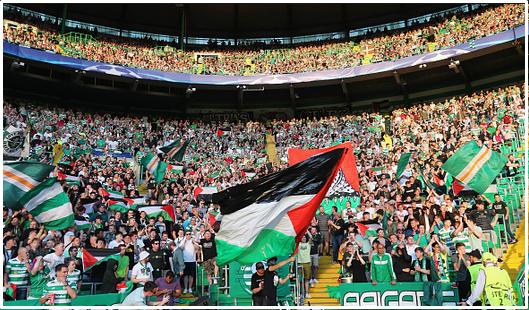 Pendukung Bola Celtic FC Melambaikan Bendara PALESTINA saat Melawan Klub ISRAEL