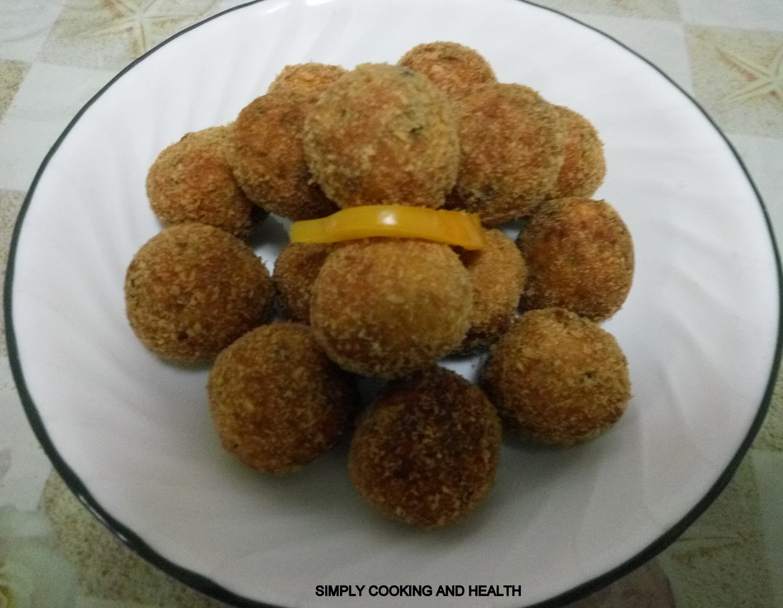 Simply cooking and health spicy fried salmon fish ball for Fried fish with bread crumbs