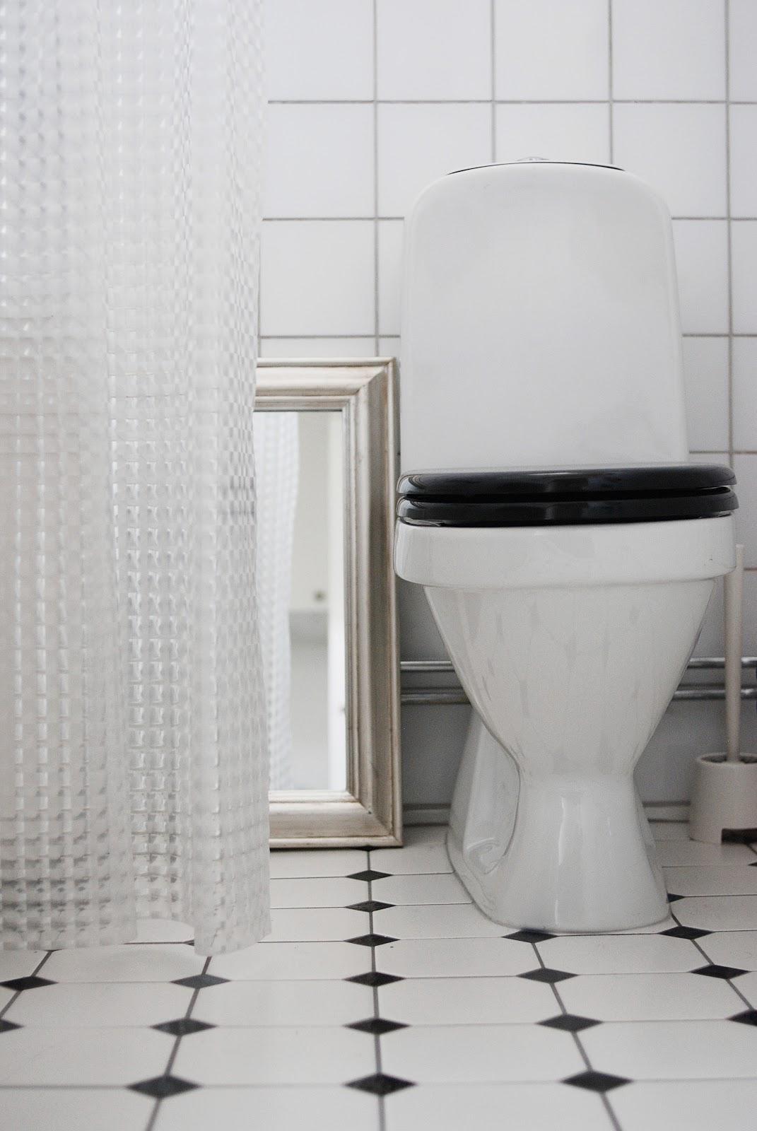 att lägga klinker i badrum