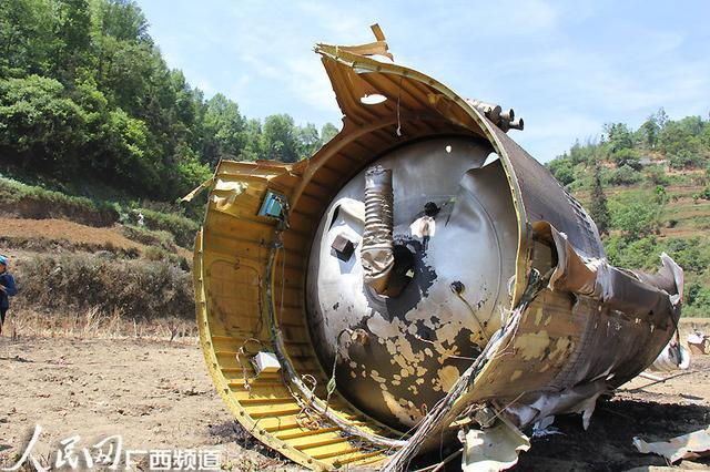 Mais um pedaço de  foguete que despencou na China