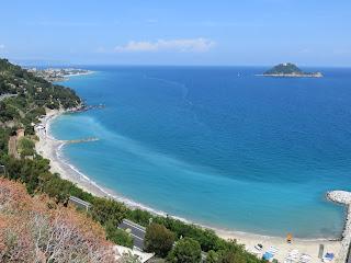 Italiaanse Riviera / Ligurië (strand tussen Alassio en Albenga: www.italiaansebloemenriviera.nl