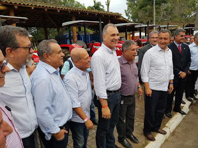 Associação de pequenos produtores rurais de Ipiaú ganha trator agrícola fruto de emenda do deputado Euclides Fernandes