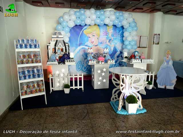 Decoração de mesa infantil Cinderela - Ornamentação temática para a mesa do bolo