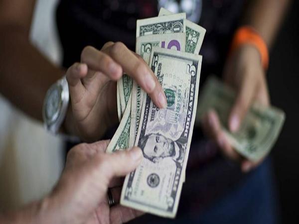 Các nhà đầu tư tìm đến vàng và đồng yen