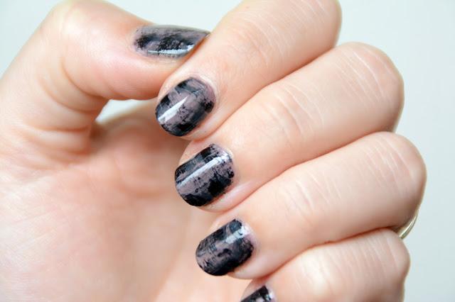 Nail art Drybrush en nuances de gris