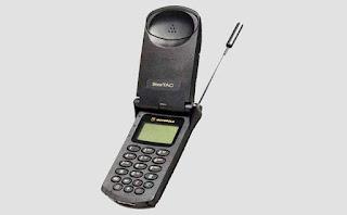 Masih Ingat Dengan Ponsel Jadul Paling nyentrik Bentuknya ini?