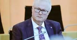 Νεκρός στις γραμμές του τρένου στην περιοχή Χόχαϊμ της Έσσης βρέθηκε χθες ο υπουργός Οικονομικών του κρατιδίου Τόμας Σέφερ.  Όπως μεταδίδει ...