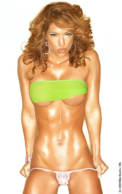 A Look at Sexy as Hell Fitness Model Jennifer Nicole Lee