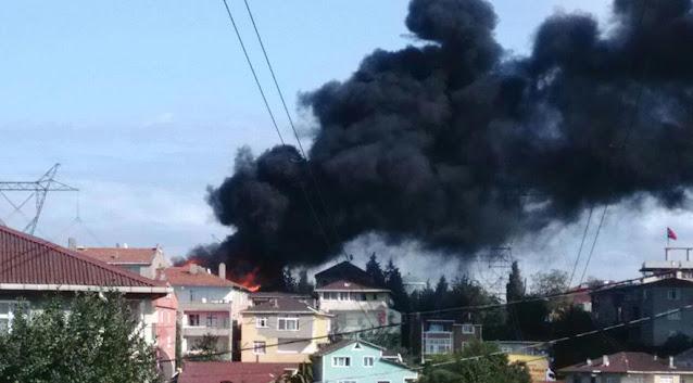 Aşırı sıcaktan üç binanın çatısı alev alev yandı