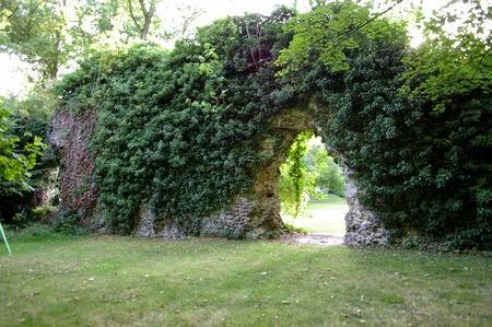 Ruines de la Hunière à côté du tremblay sur mauldre