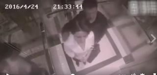 استغل إنفراده بها بالمصعد وحاول التحرش بها ولكن ما فعلته بالتأكيد جعله يندم طوال عمره !