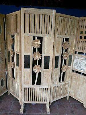 pembatas ruangan dari kayu