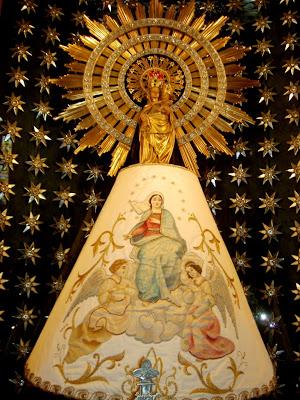 La Virgen del Pilar en un Fondo de Estrellas