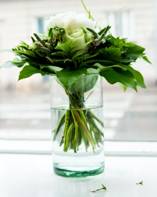 PauMau blogi nelkytplusbloggari nelkytplus mandarin spa kauneushoitola jamela luonnonkosmetiikka hemmotteluhoito arkadiankatu blogitapahtuma helsinki kukkakimppu valkoinen ruusu kimppu kukka-asetelma