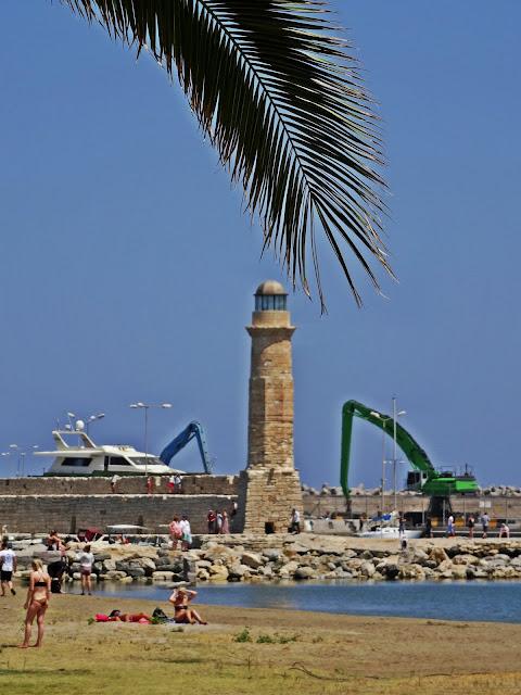 latarnia morska Rethymno port morski i palmy