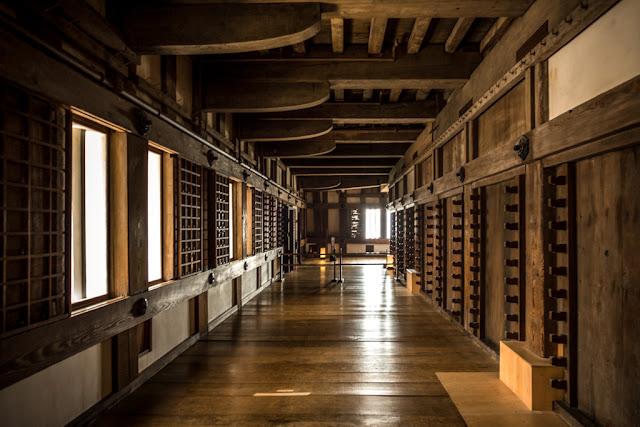 Corredor dentro del castillo :: Canon EOS5D MkIII | ISO400 | Canon 17-40@22mm | f/4.0 | 1/13s