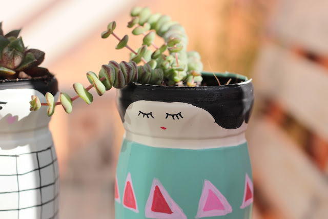 pots de fleurs avec des bouteilles plastiques