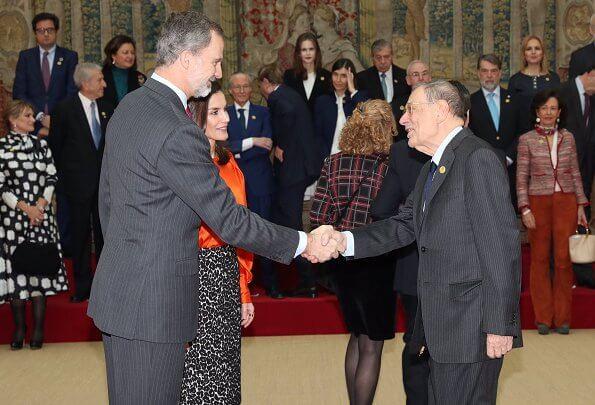 Queen Letizia wore new Zara blouse with voluminous sleeves and Roberto Verino Jacquard pencil skirt