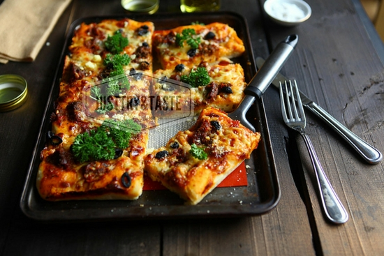 Resep Pizza dengan Topping Leftover Meatballs, Plus Tips