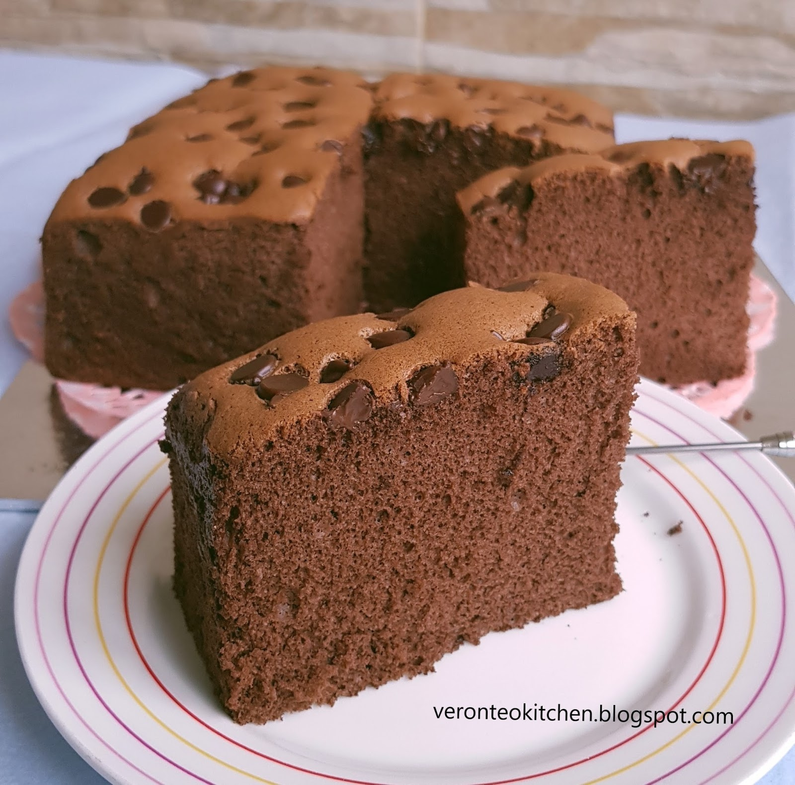 Veronicas kitchen inspired by this recipe i followed and made this cotton soft chocolate sponge cake today i topped with chocolate chips the cake turned out nice and soft forumfinder Gallery