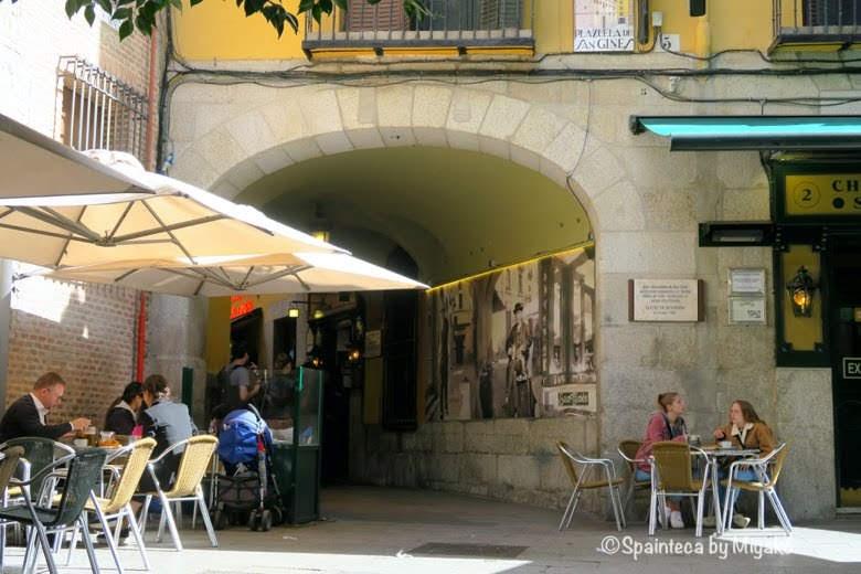 San Ginés チュロスとホットチョコの老舗マドリードのサンヒネスのテラス席