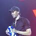 Ο Ενρίκε Ιγκλέσιας με την ελληνική σημαία στα χέρια «γκρέμισε» το ΟΑΚΑ